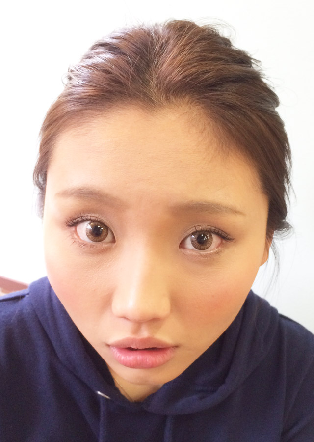 「お昼から夜にかけて変化するヘアアレンジ」の写真【正面】
