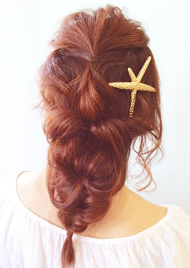 「シェルピンで海のお姫さまヘアアレンジ」の写真【バック】