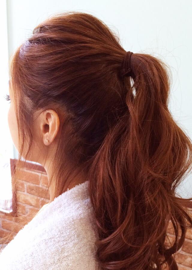 「色っぽすぎるロングヘアアレンジ」の手順_2
