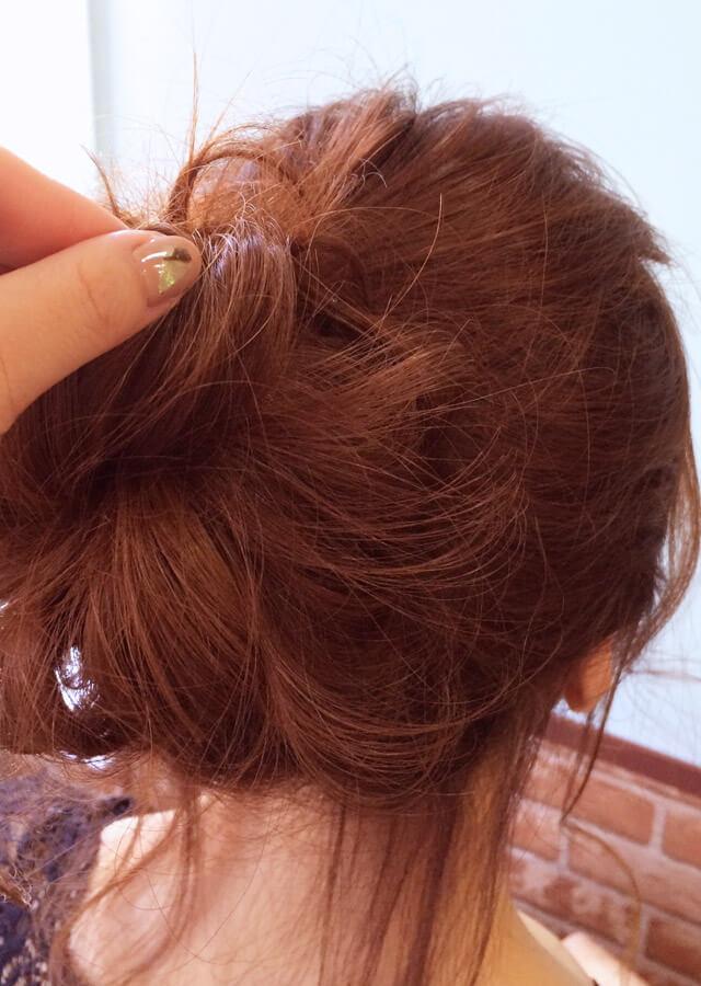 「色っぽすぎるロングヘアアレンジ」の手順_5