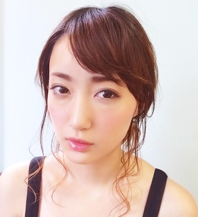 「魅惑の女っぽヘアアレンジ」の写真【正面】
