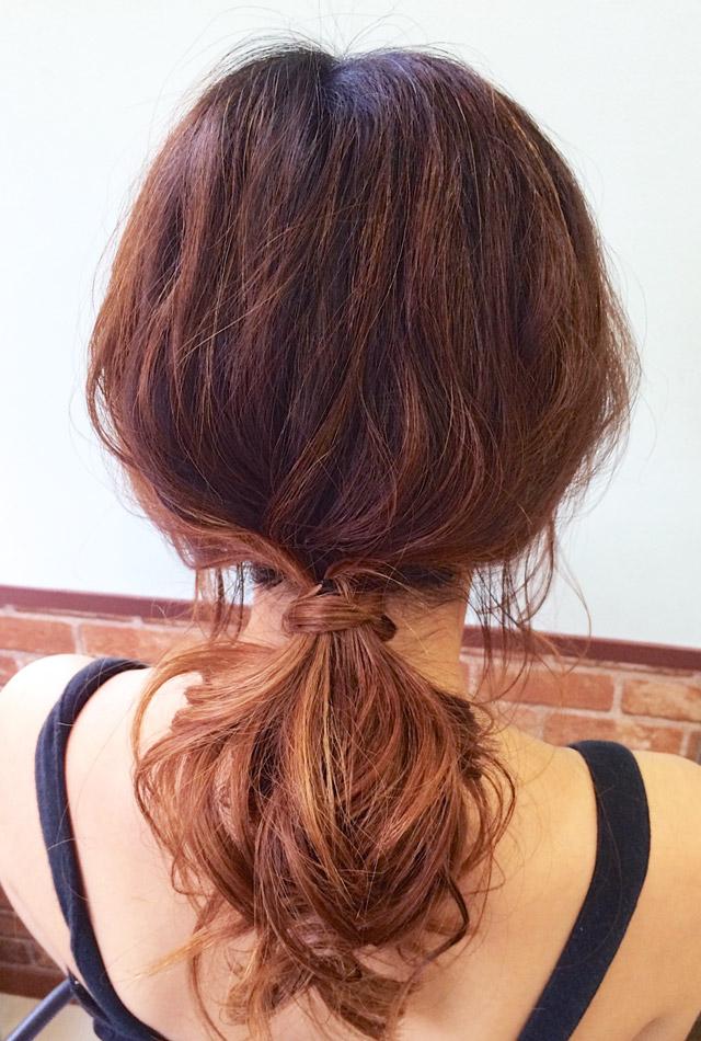「魅惑の女っぽヘアアレンジ」の写真【バック】