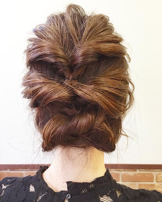 「結婚式・二次会に!自分で出来るパーティー用お呼ばれヘア」の写真【バック】