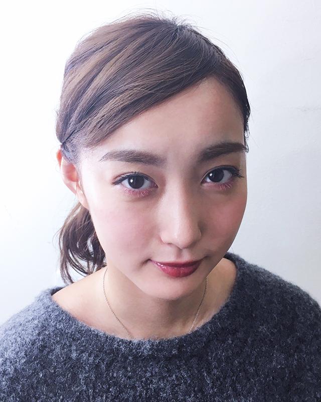 「できる女風ヘアアレンジ」の写真【正面】