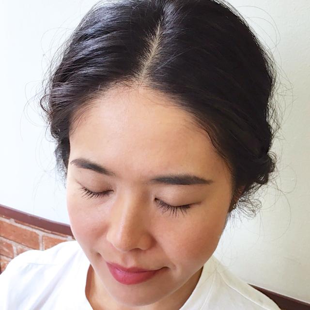 「内向きお団子で優しさあふれるふんわりヘアアレンジ」の画像【フロント】