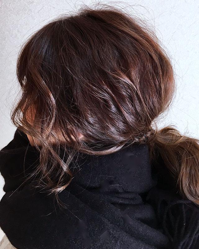 「防寒アイテムを付けても崩れないヘアアレンジ」の写真【サイド】