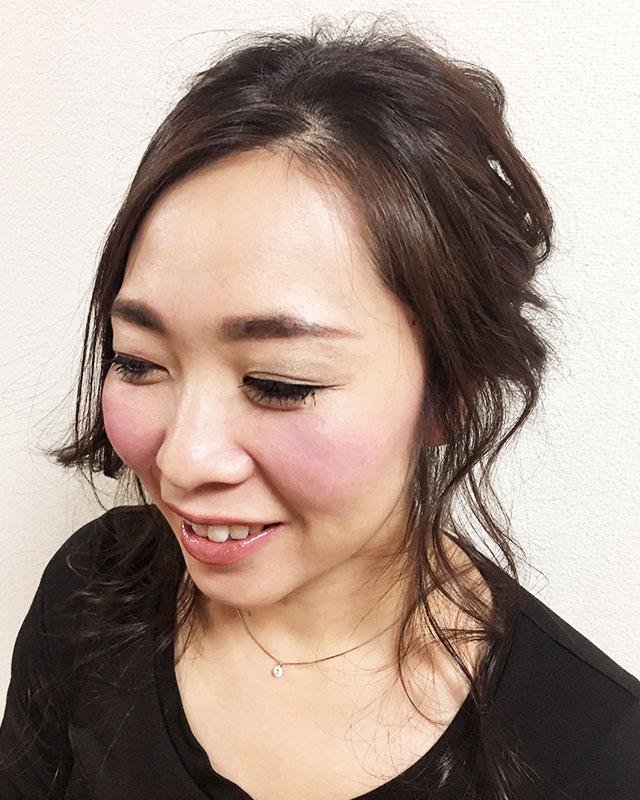 「おくれ毛が可愛いゆるアップスタイル」の写真【フロント】