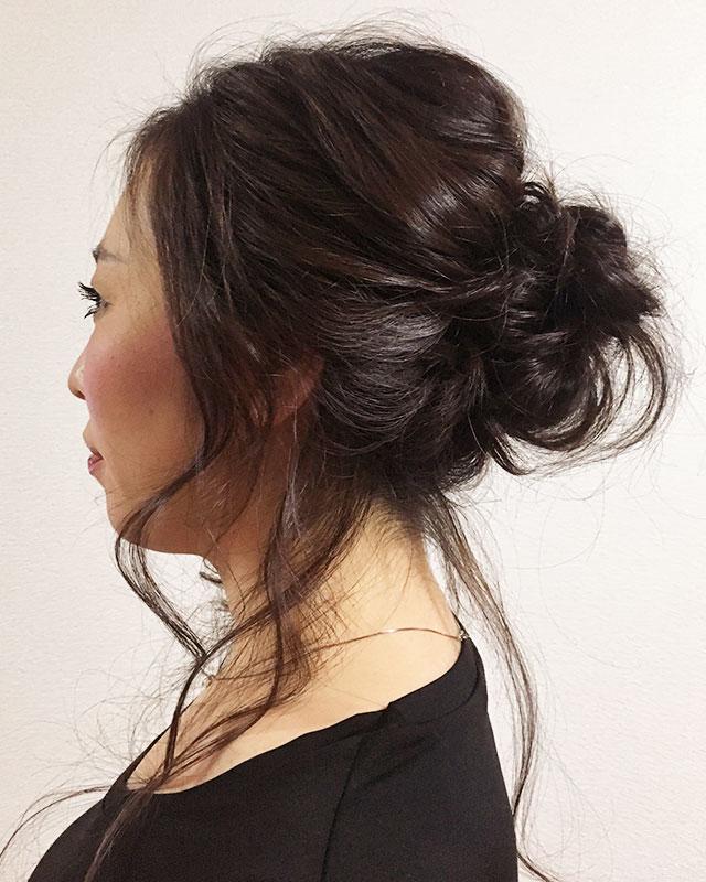 「おくれ毛が可愛いゆるアップスタイル」の写真【サイド】