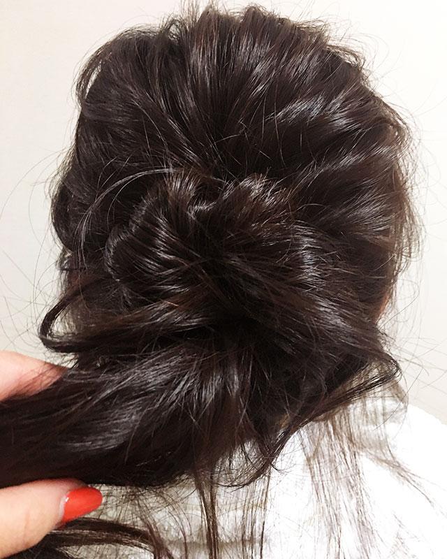 「おくれ毛が可愛いゆるアップスタイル」の手順_6