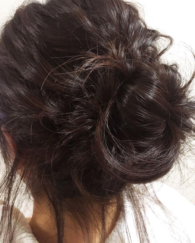 「おくれ毛が可愛いゆるアップスタイル」の手順_8