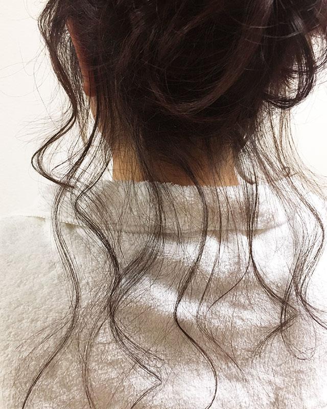 「おくれ毛が可愛いゆるアップスタイル」の手順_9