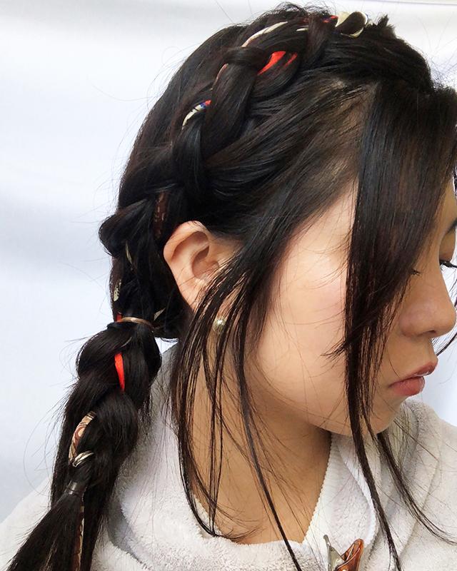 「スカーフの編み込みヘアアレンジ」の手順_5
