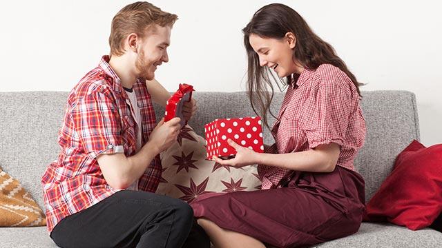 男性がもらって嬉しいプレゼント!3位ベルト・2位財布・1位は?