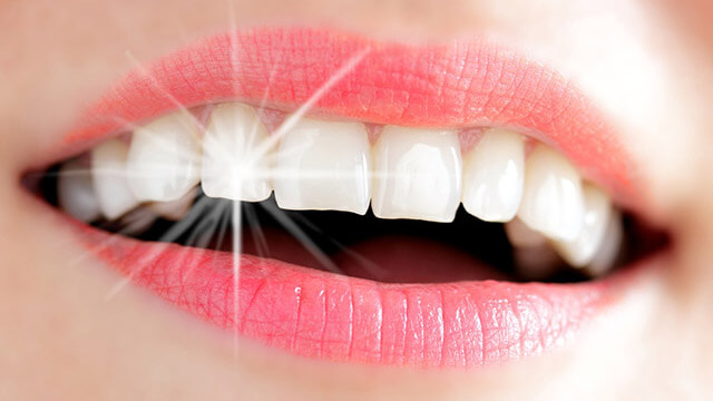 歯を白くする保つ食べ物と歯に着色してしまう食べ物