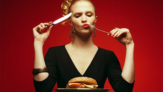 老化を促進させてしまう食べ物と老化を抑えてくれる食べ物