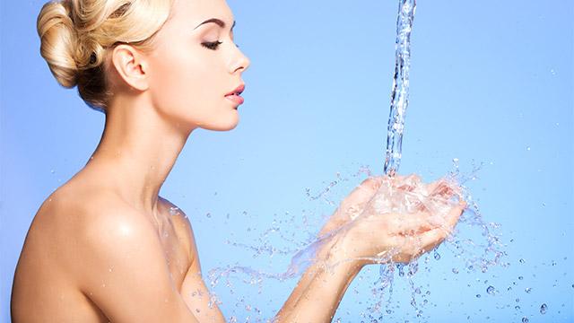 冬の肌トラブルの原因とは?乾燥を進行させてしまう間違ったケア方法