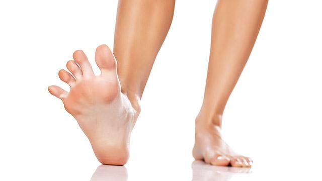 足指を広げるだけで足のむくみ解消!足首も細くなる!