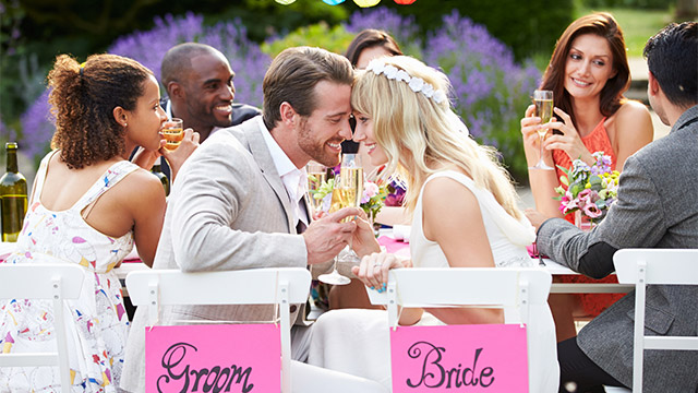 結婚して疎遠になってしまう女友達の特徴とは?