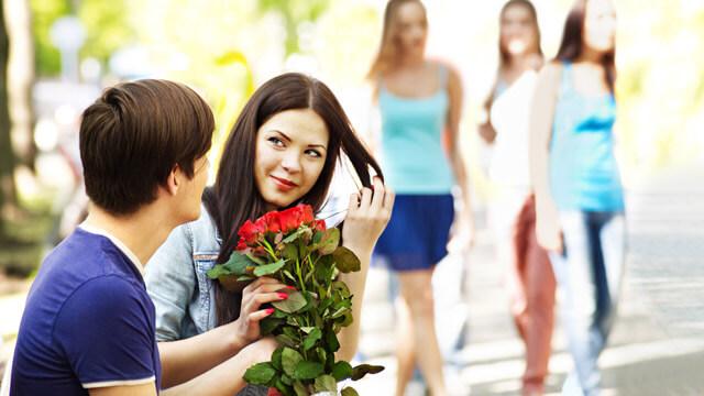 女友達から「のろけがうざい」と思われてるかも!?周りを不快にさせるカップル4つ