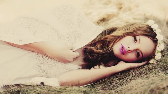 女子が思う「本当は魅力的なのに隠しちゃっている女子」の特徴