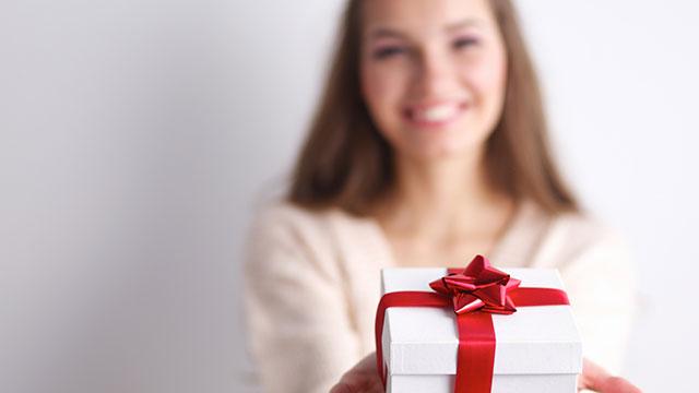 クリスマス,サプライズ,演出,プレゼント,大好きな彼,驚く笑顔,びっくりさせる渡し方,特別な日
