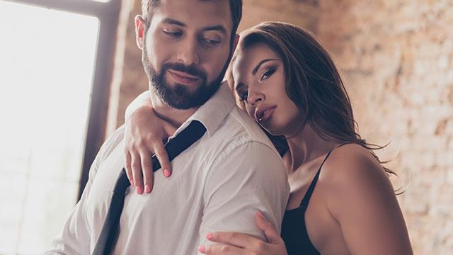 セックス前の彼のテンションをマックスにする「魔性の恋テク」