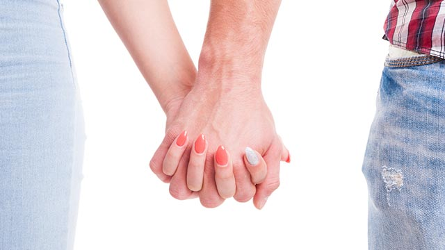 ずっとラブラブでいるには!デートで手を繋ぐことが大切?