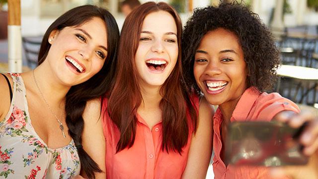 良い出会いの近道は笑顔?笑顔美人になれる簡単な方法はこれ!