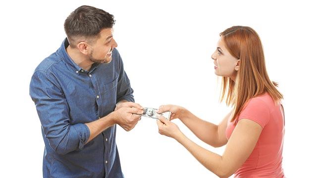 恋人にお金を貸したことってある?お金のトラブルが別れの原因に?