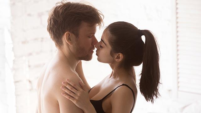 セックス中に演技をしたことある?彼を喜ばせる「イク演技」の方法