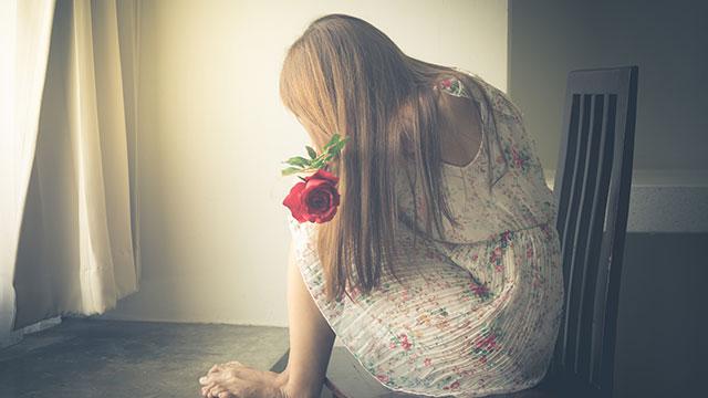 失恋で胸が痛くなったことある!?恋愛と身体の関係について