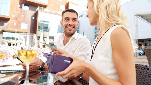 """デート代をどのくらい負担してる?絆が深まる""""ラブ財布""""とは?"""