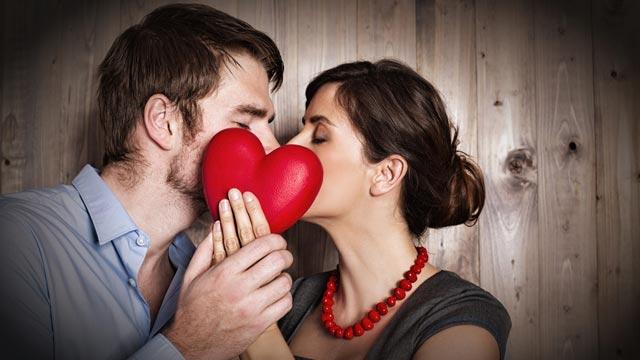 男性に「抱きしめてキスしたい」と思わせる女性の行動9パターン