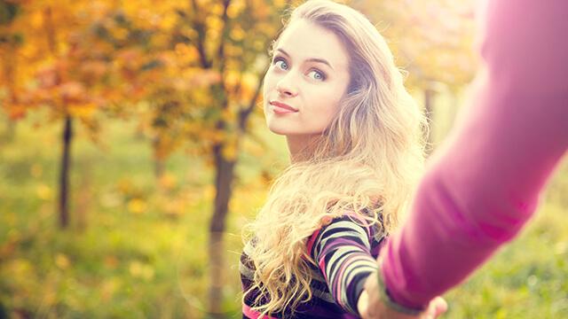 手をつなぐ前の女性のセリフに、男性が思わず「可愛い!」とグッとくる♪