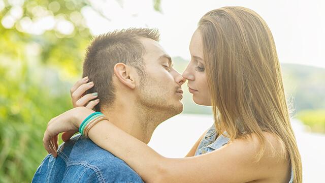 彼とのキスを自分好みに変える方法9パターン