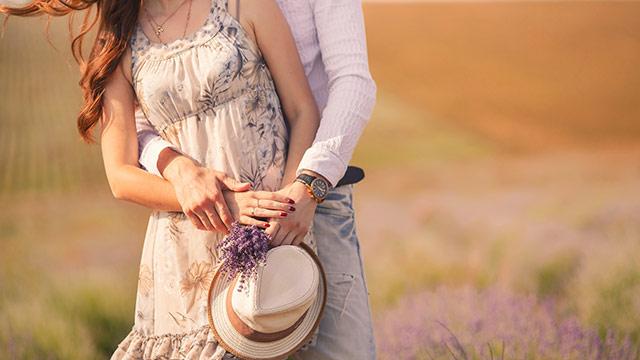 男性が思わず女性のことをギュッと抱きしめたくなる瞬間9パターン