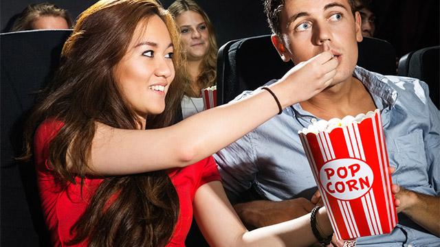 映画デートでこれはダメ!上映中にやると男性をゲンメツさせるNG行動