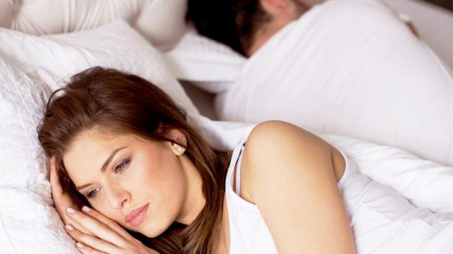 男性が「寝る前にしてほしくない!」と思う女性の言動5パターン