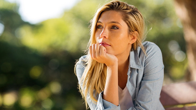 常に恋をしているのに実らない…片思い体質な女性の特徴