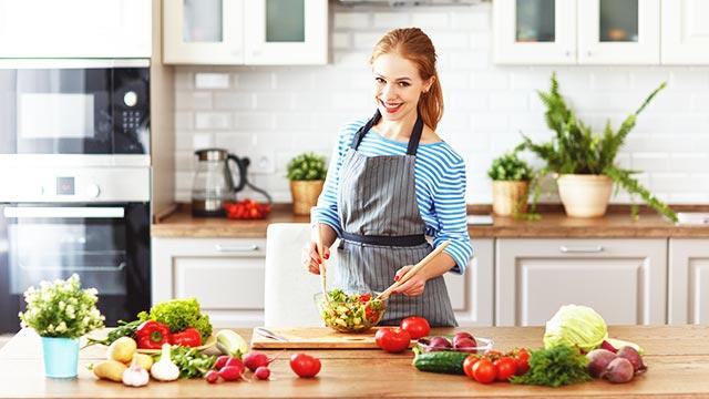 「彼女は普段、料理しないのかも」と男性に見抜かれてしまう瞬間6パターン
