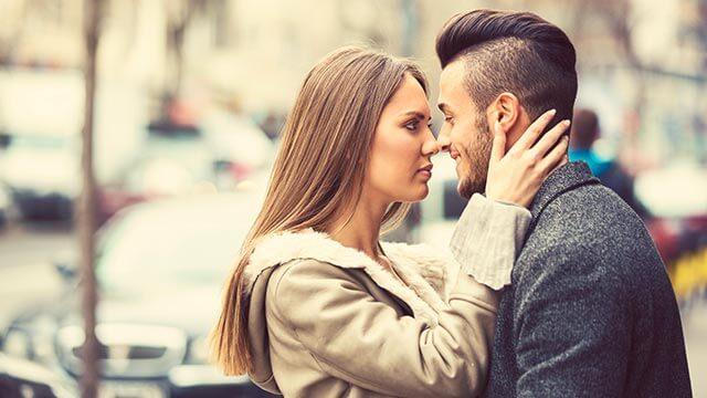 キスから恋が始まることもある?付き合う前にキスをする男性の心理とは