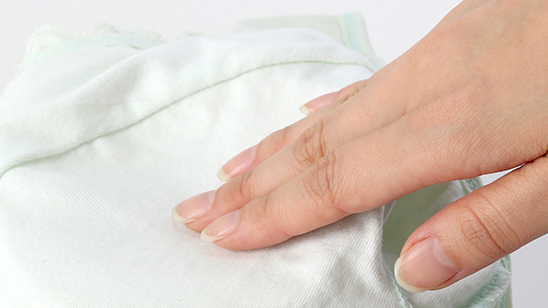 デリケートなバストに振れる部分には上質なコットン100%柔らか素材を使用。