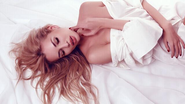 寝ている間にバストアップする方法