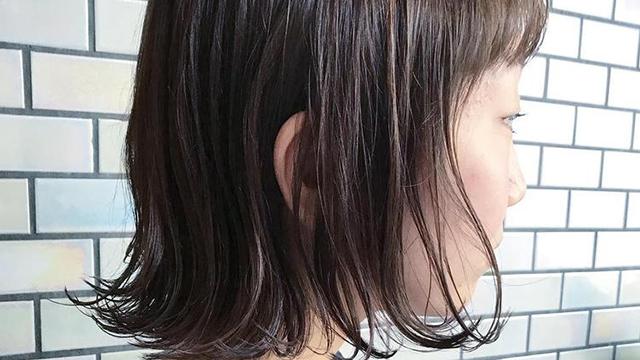 """オフィスでOKな""""濡れ髪""""ってどこまで?好感が持てるウェットヘアの境界線はココ!"""