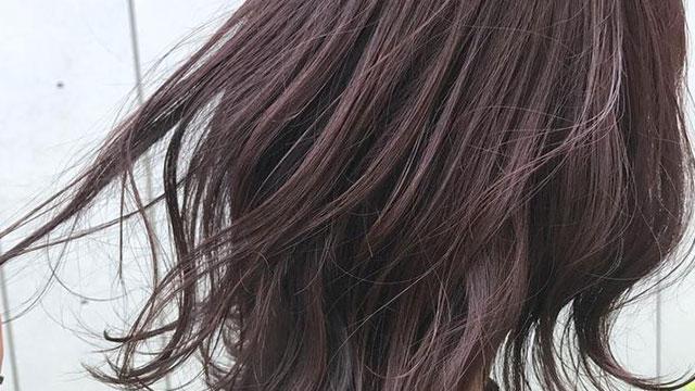 今年の秋冬はヘアもくすみカラー。こなれ感の秘訣は○○にあった!