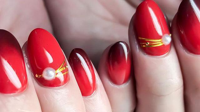 冬こそ似合う鮮やかなレッドカラーのネイル♡パーティーにもぴったりの赤ネイル特集
