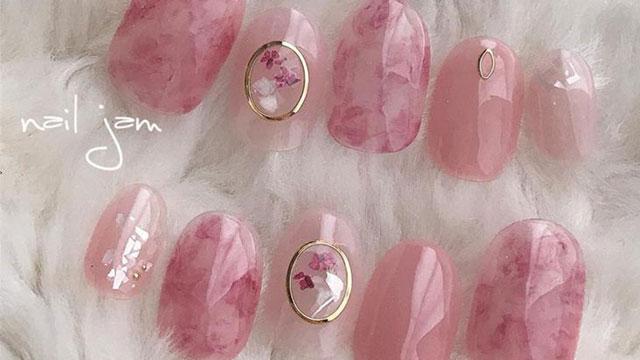 クリアピンクは春ネイルにぴったりカラー♡ふんわりキュートなネイルデザイン8選