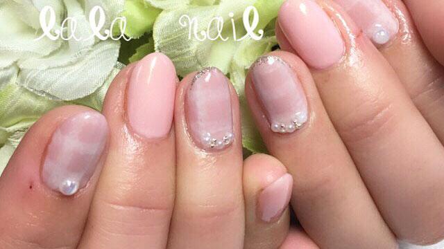 春にぴったりのピンクカラーをベースに♡キュートなチェック柄ネイル8選