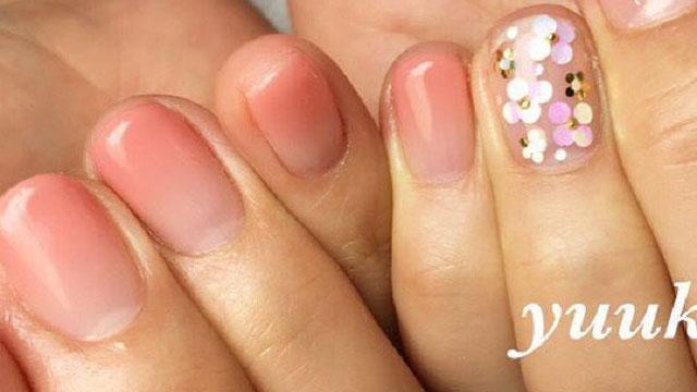 爪先のホロがネイルに華を添える♡上品で可愛らしいホログラムネイル8選