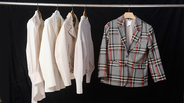 """""""オフィスカジュアル""""の定義は業界によって違う?秋冬のジャケットコーデのOKラインをアンケートで確認しました♡"""